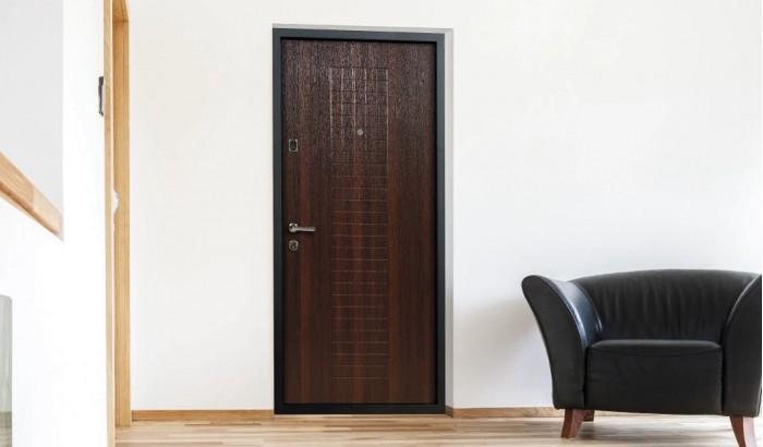 Входная дверь в отделке PVC